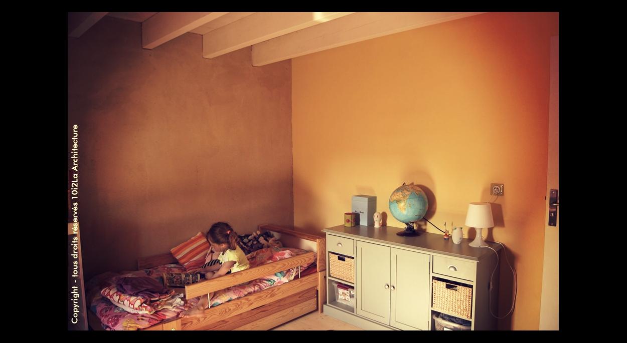 Enduits terre, peinture pomme de terre et ocre jaune d'or, sol bois