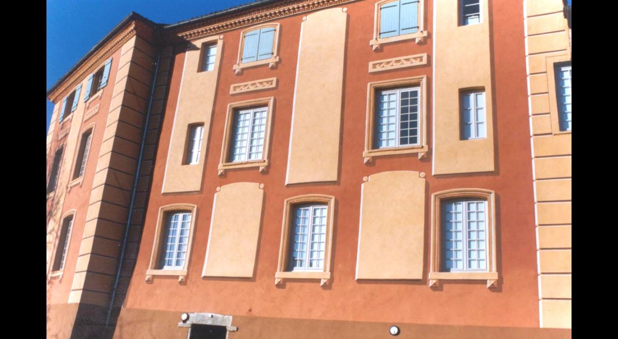 Photographie - Vue de la façade sur parking