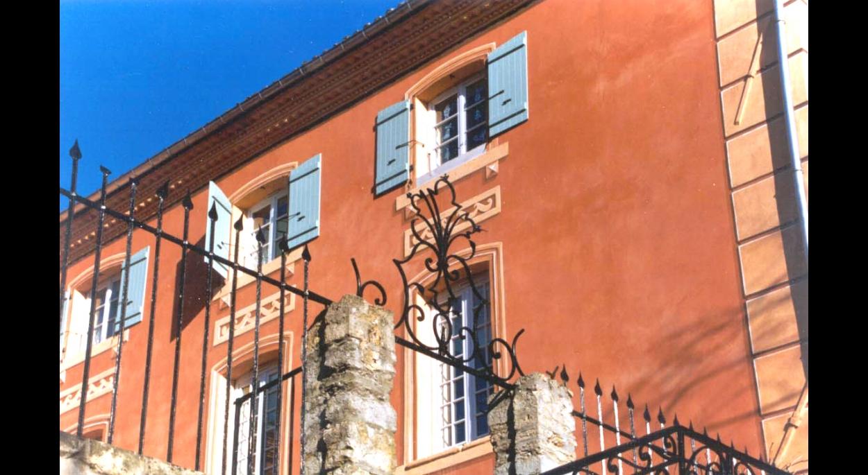 Photographie - Vue en contreplongée de la façade