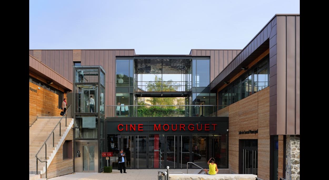« Le Méridien », un ensemble municipal plurifonctionnel : façade sur rue