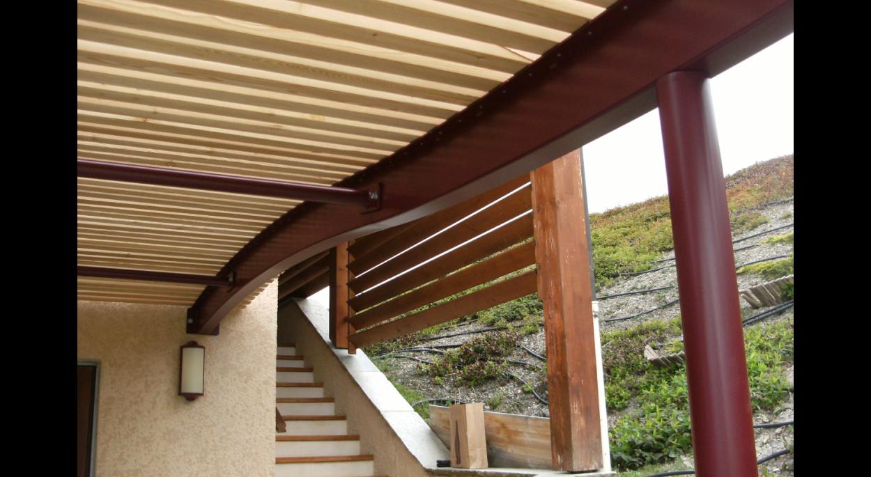 Structure métallique traverses bois
