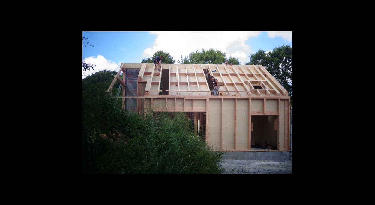 neuf: maison bois, terre, paille