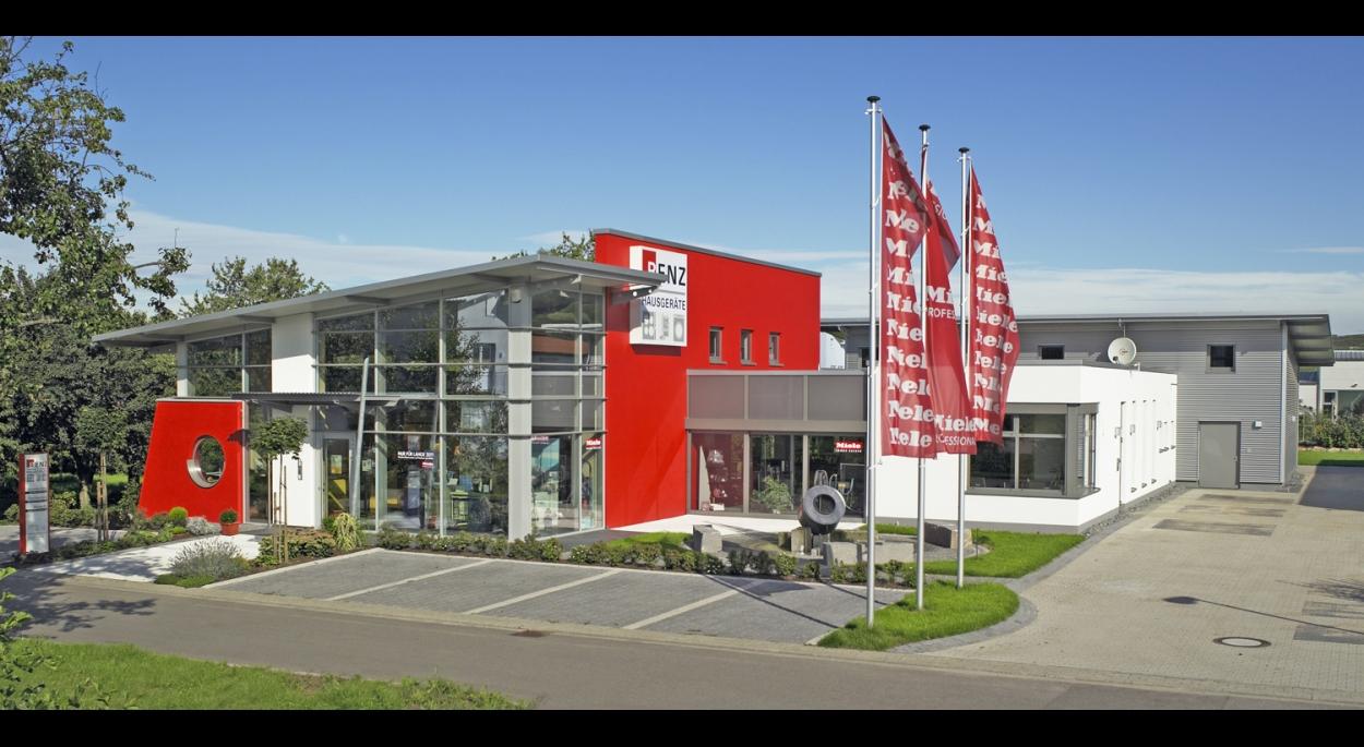 Conception d'un bâtiment moderne, espace de vente avec vitrines, espace de service fonctionel