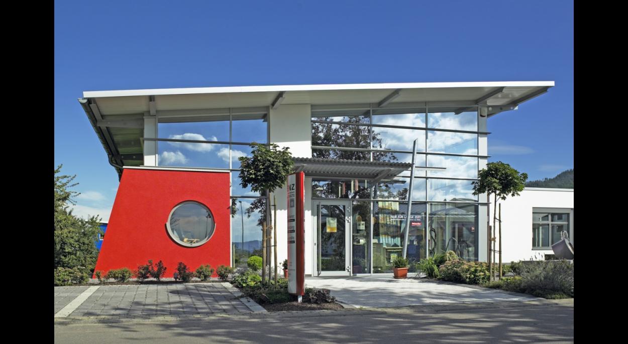 Accueil de public, façades en structure légère en acier, vitrées