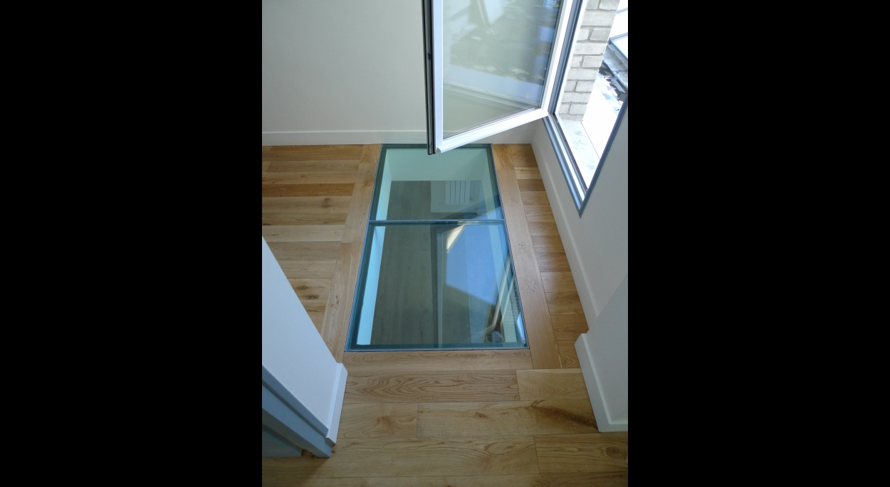 trémie d'escalier, dalles de verre