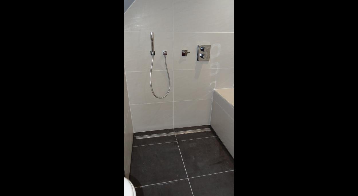 Vue de l'espace douche (après travaux)