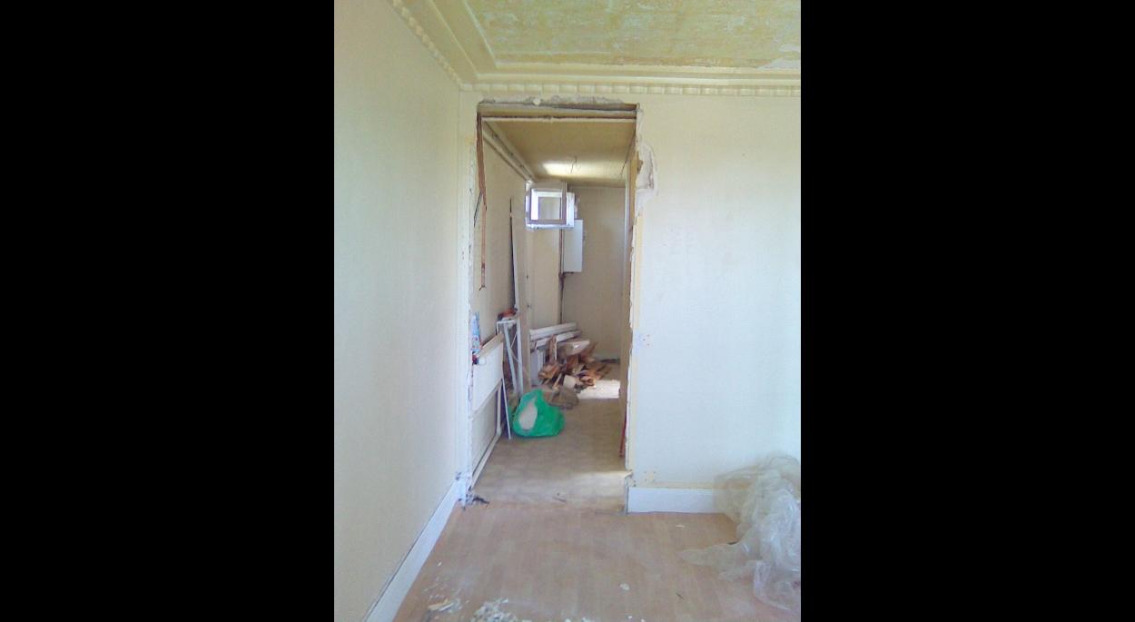 Vue de l'entrée depuis le salon - début démolition