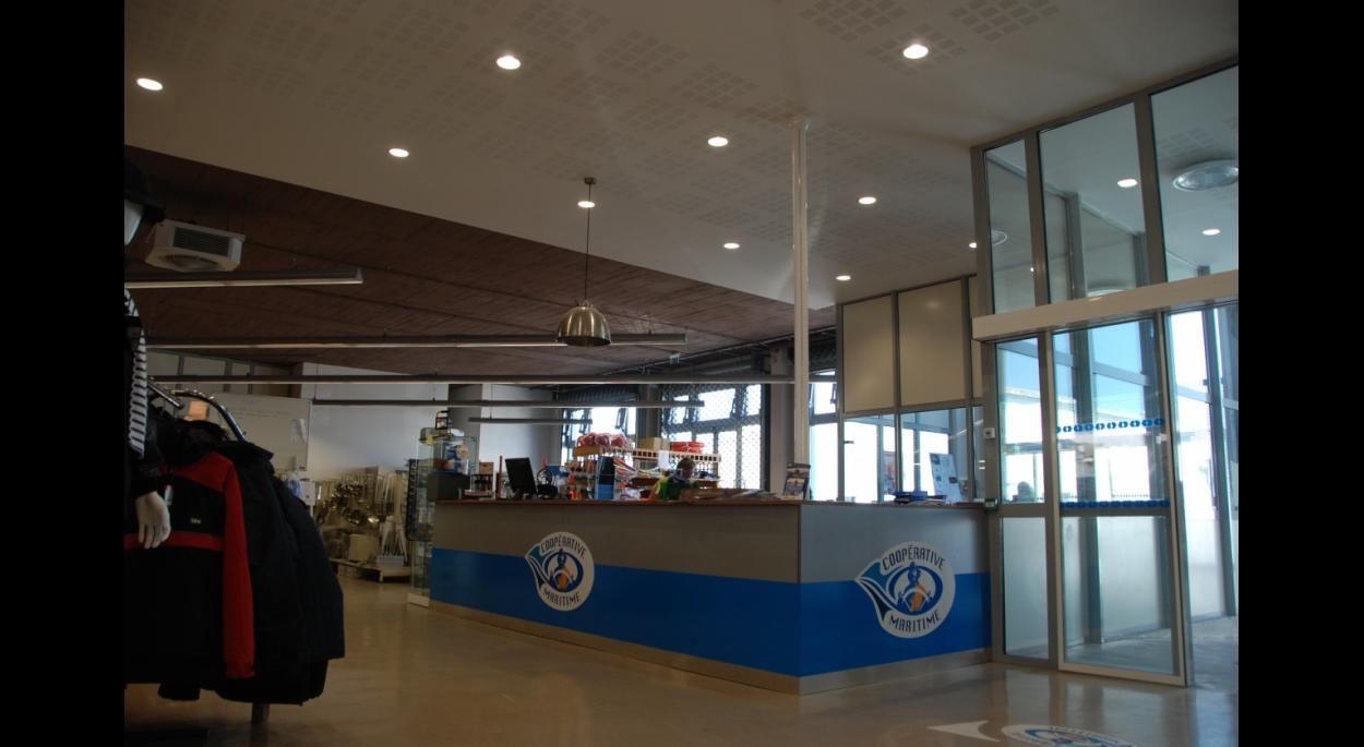 Magasin entrepôt et bureaux de la coopérative maritime olivier