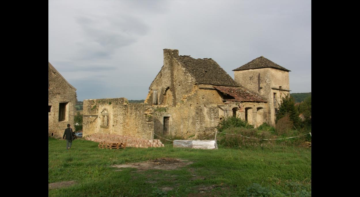 Le Prieuré à l'état de ruines / façade SUD.
