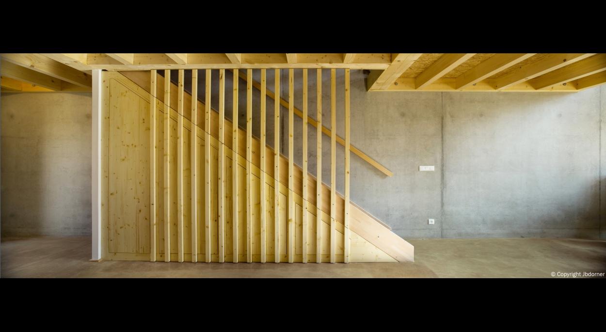 L'escalier avec son garde-corps ajouré