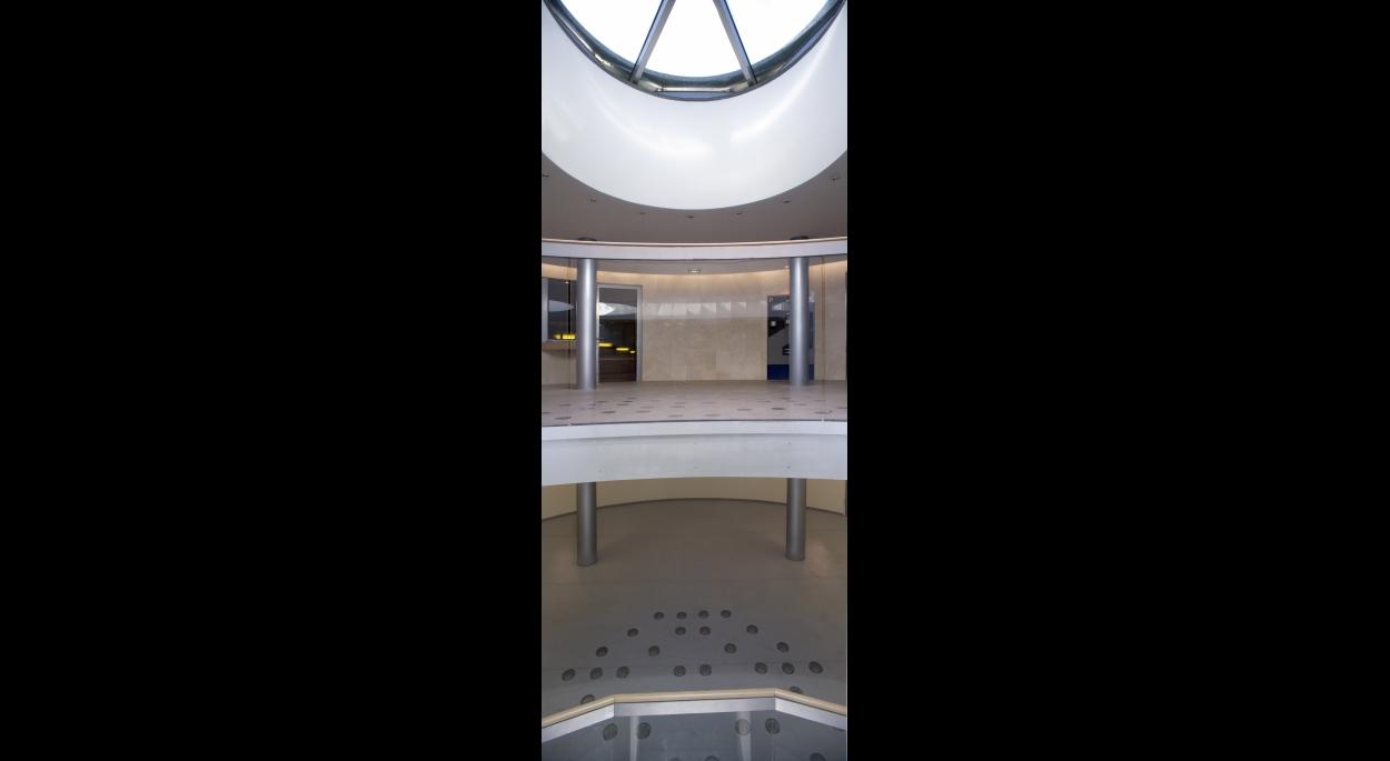 L'atrium : entrée de lumière à l'intérieur du parking