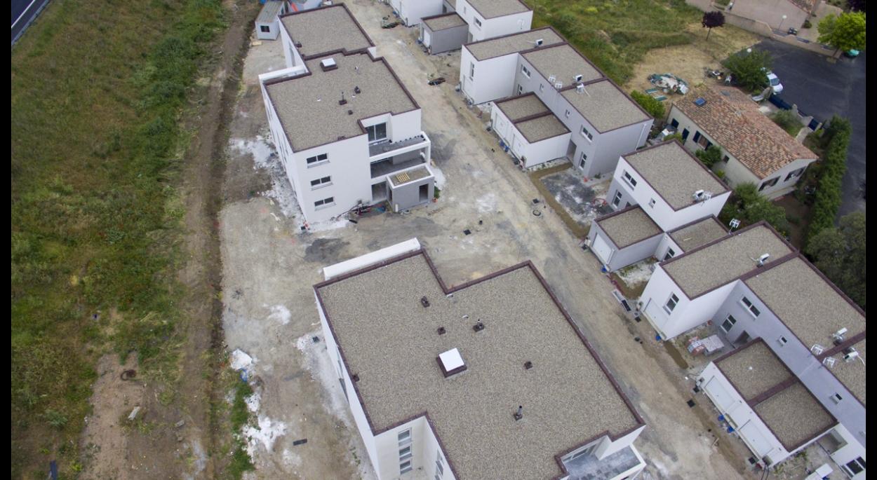 Vue du drône 30 logements collectifs situés à Vias, département de l'Hérault