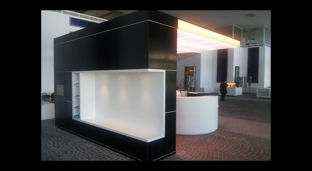 Musée d'Art Moderne, Aménagement de la banque d'accueil