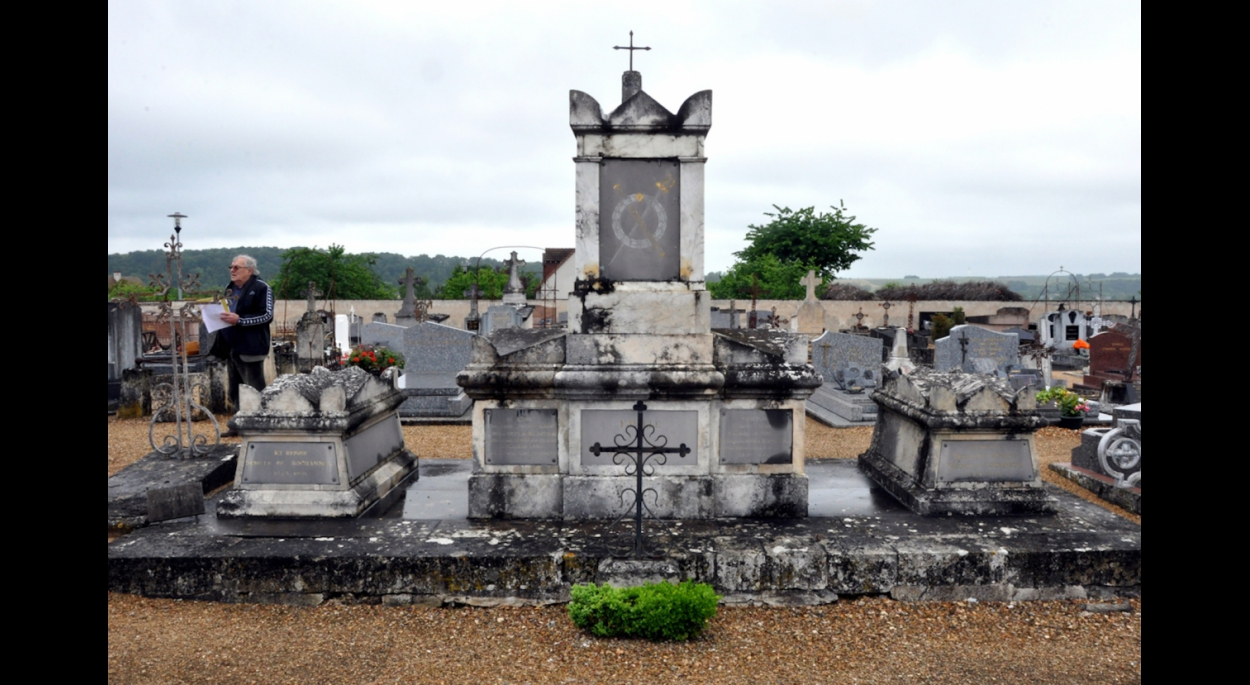 Avant travaux : monument funéraire du Maréchal de Rochambeau (05/06/2016)