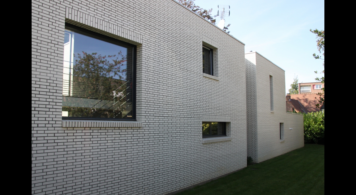 plein - vide, brique blanche, toiture terrasse