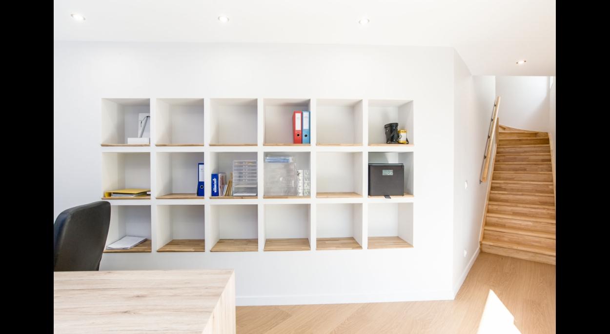 Espace Bureau-Bibliothèque intégrée