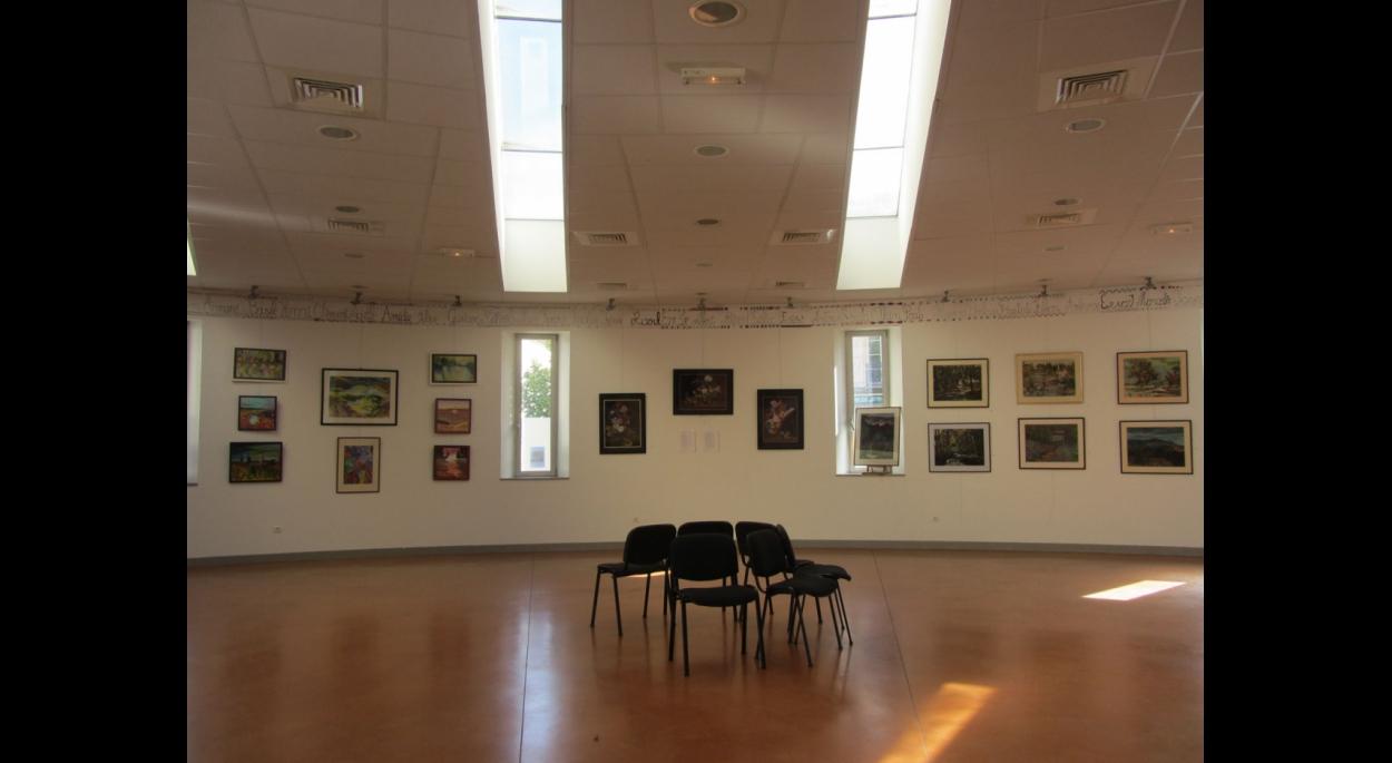 Vue intérieure de la salle socio-culturelle