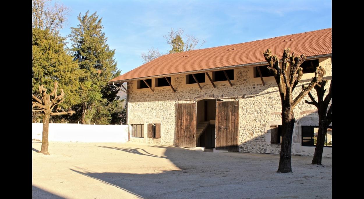 Réhabilitation de bâtiments agricoles en 9 logements collectifs