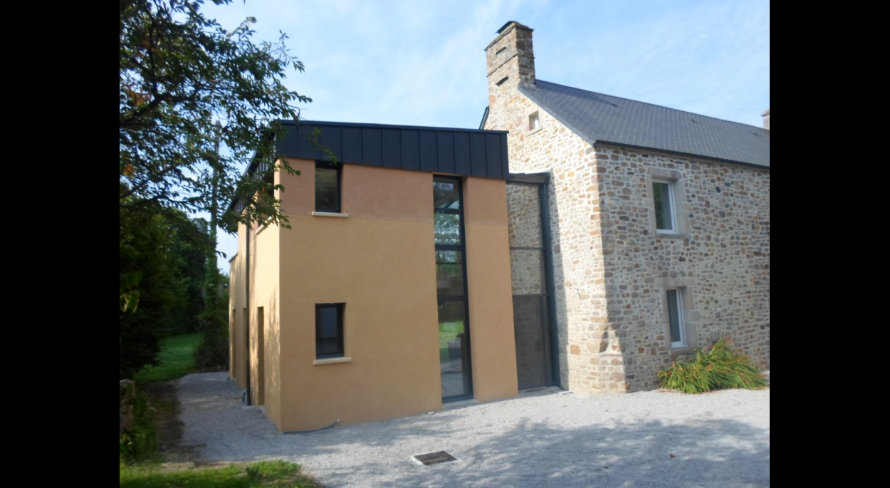 Extension d'une maison de pays en pierre