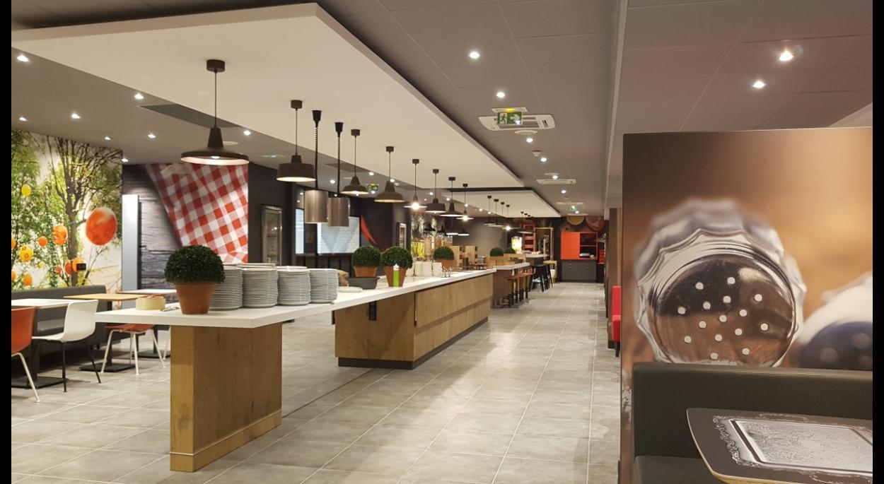 Vue du restaurant - renovation hotel ibis cdg