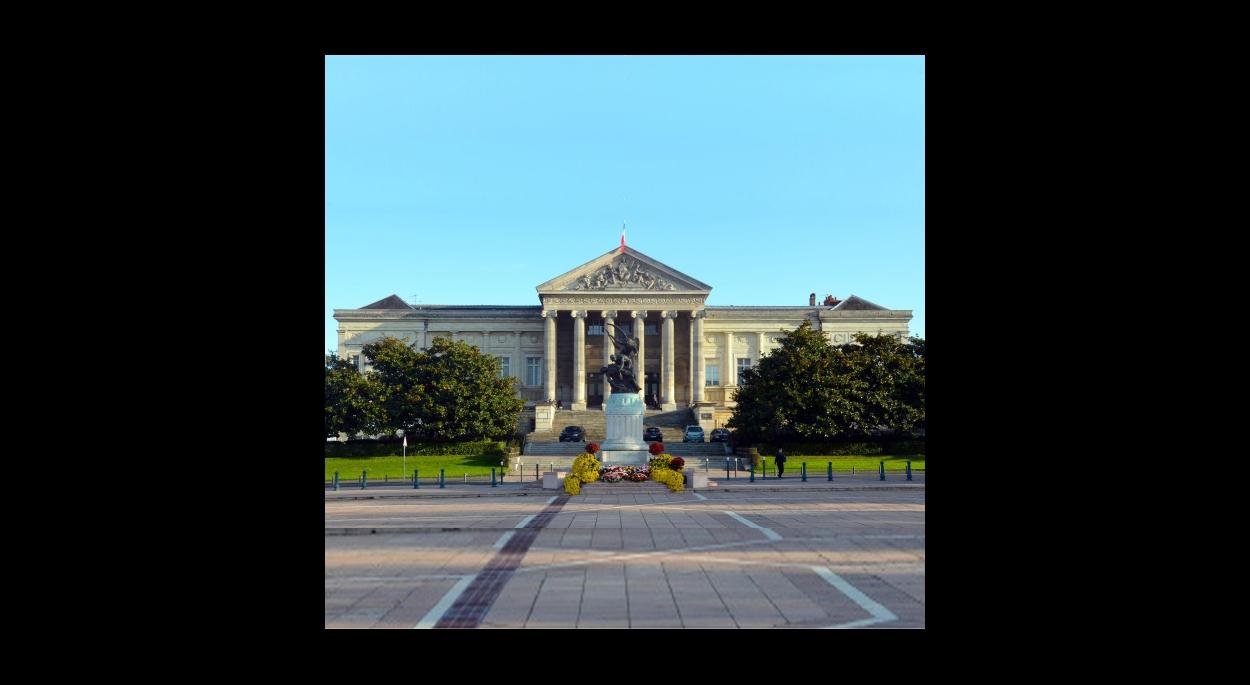Entrée du palais de justice
