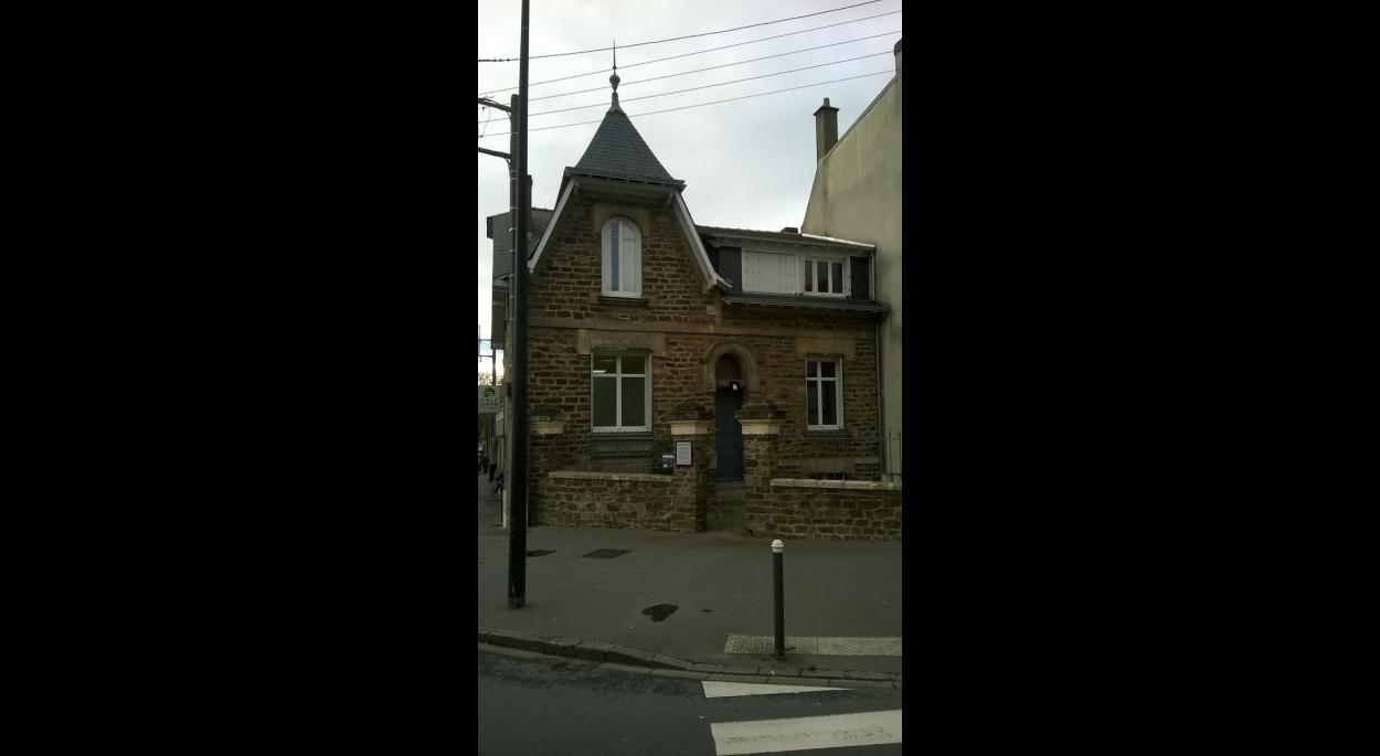 Vérification de l'accessibilité d'un cabinet dentaire dans une maison classée au patrimoine nantais.