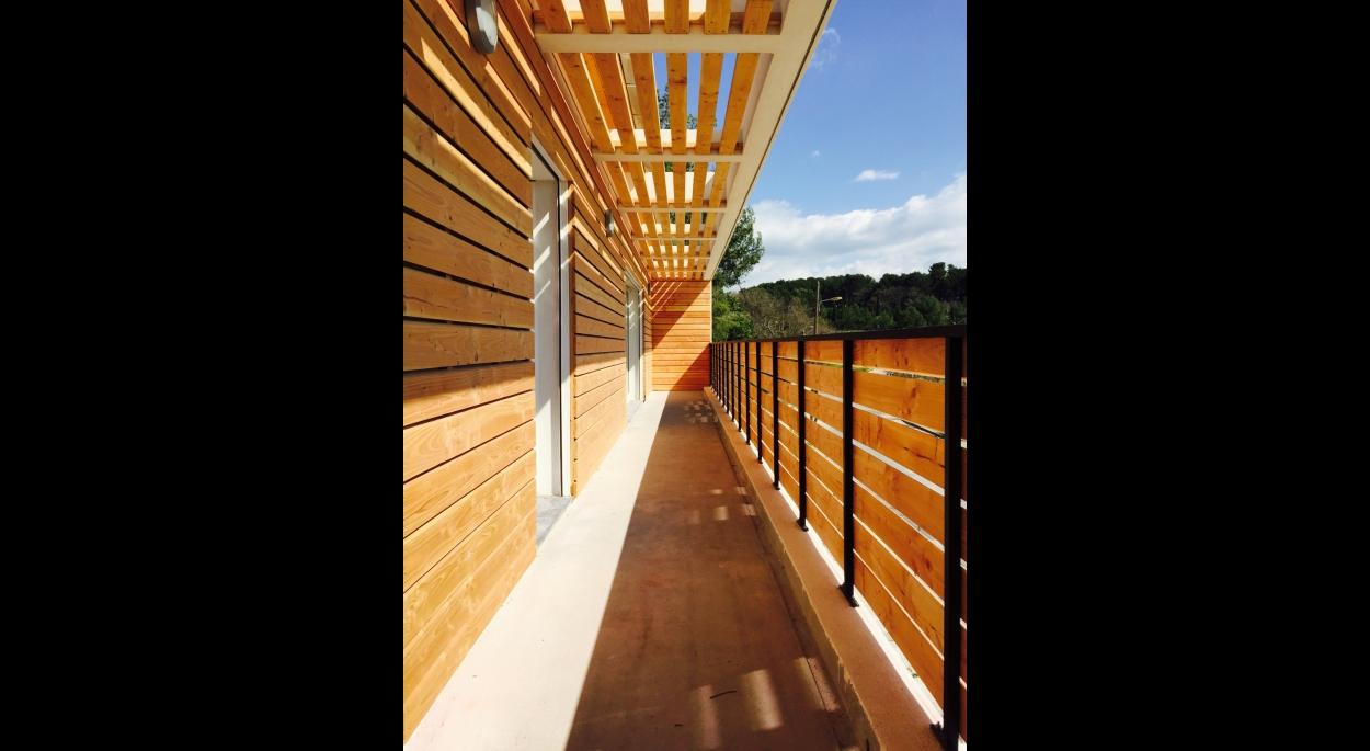 Comité feux de forêt d'Eguilles, balcon ombragé, Cédric Barle architecte