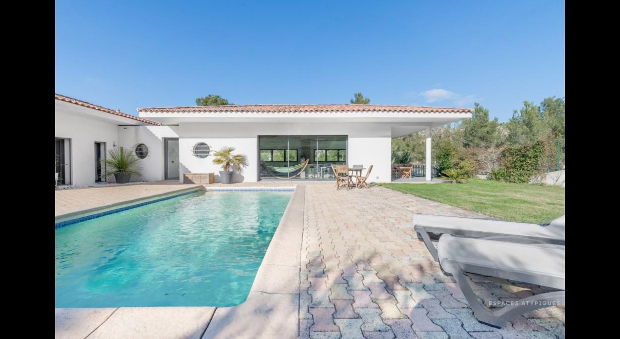 Villa architecte Ensues la redonne, terrasse avec piscine