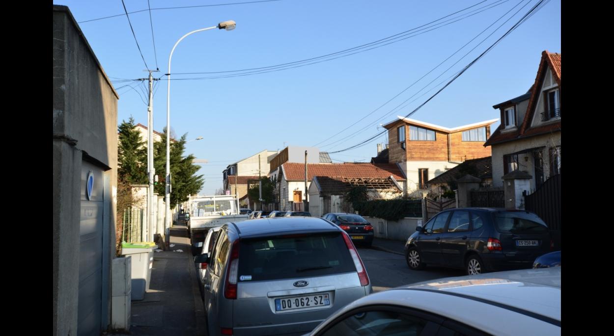 Vue lointaine depuis la rue