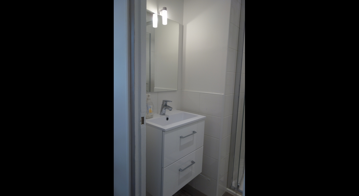 Espace lavabo avec meuble gain de place