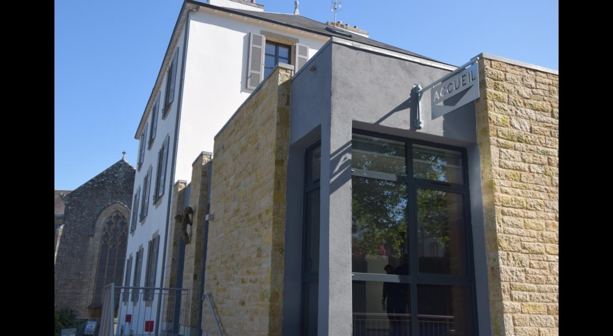 Restructuration rénovation thermique extension immeuble bureaux et logements à Chateâulin. Architecte : Olivier SAMZUN architecte à QUIMPER.