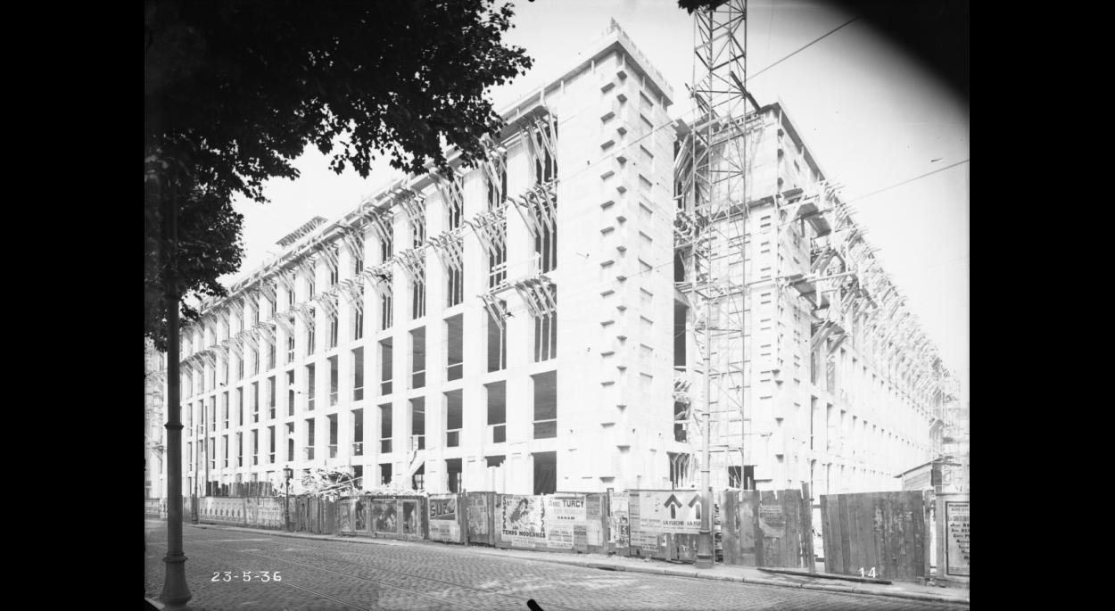 L'Hôtel des Postes, construit entre 1935 et 1938, sous la direction de l'architecte Michel Roux-Spitz