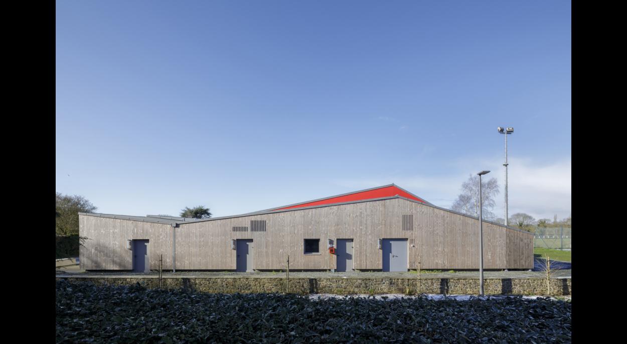 Salle communale de PLEGUIEN, façade Est, photographie Frédéric BARON