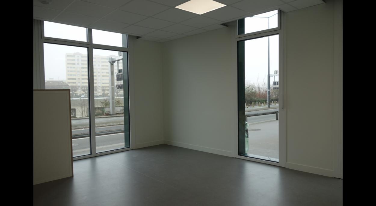 Double exposition pour ce Cabinet Médical avec vue sur la Seine