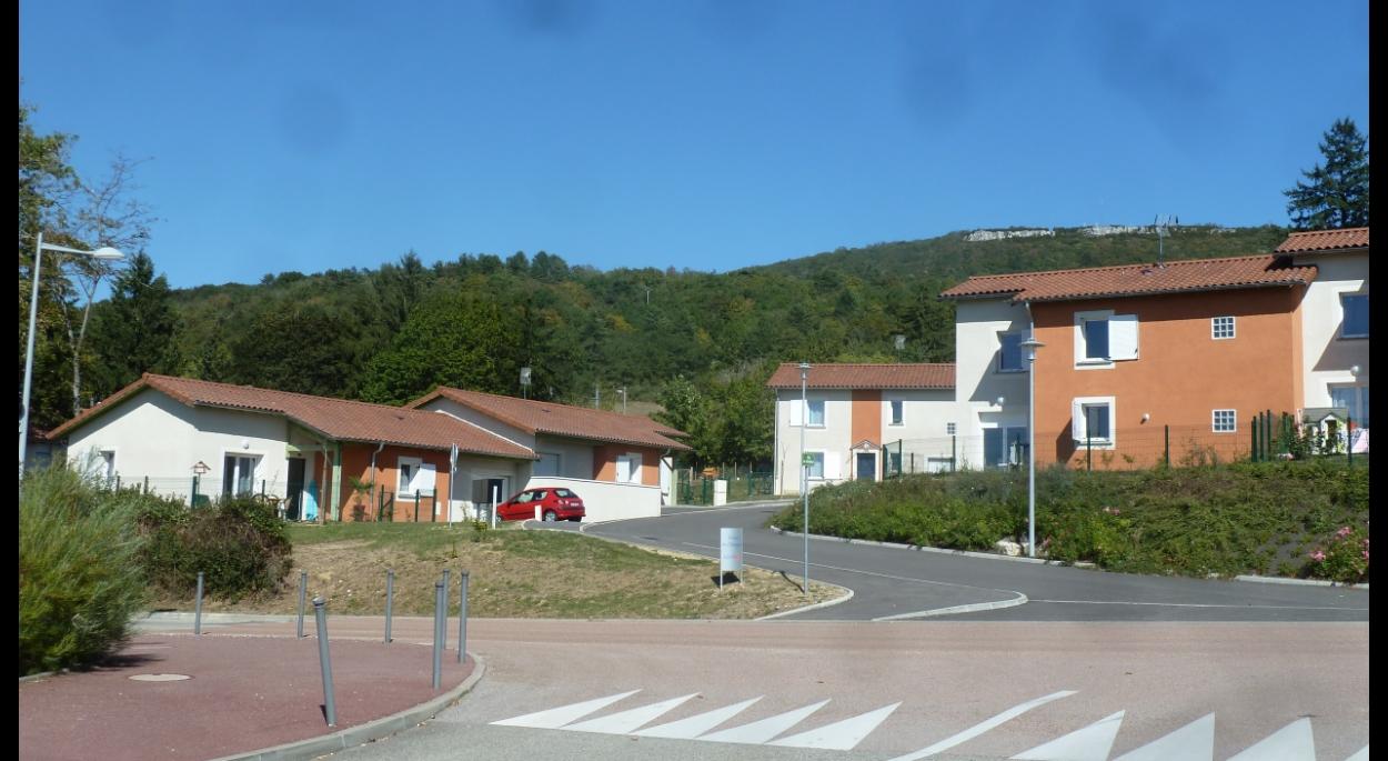 10 maisons à Cézériat