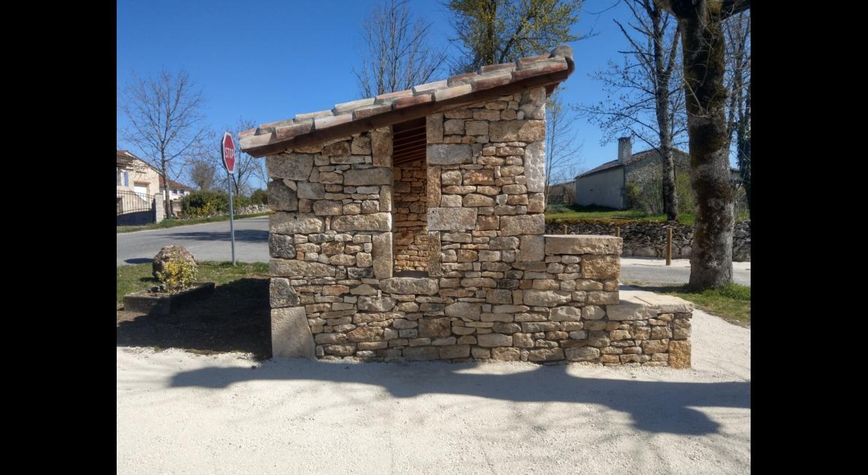 architecte 46 belmont-sainte-foi  abribus pierre et bois travaux