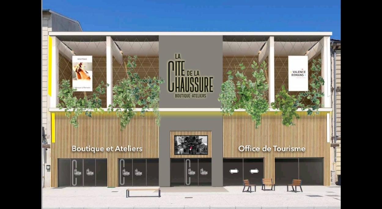 Façade sur la Place Jean JAURES (projet AMOE + Effet Caféine)
