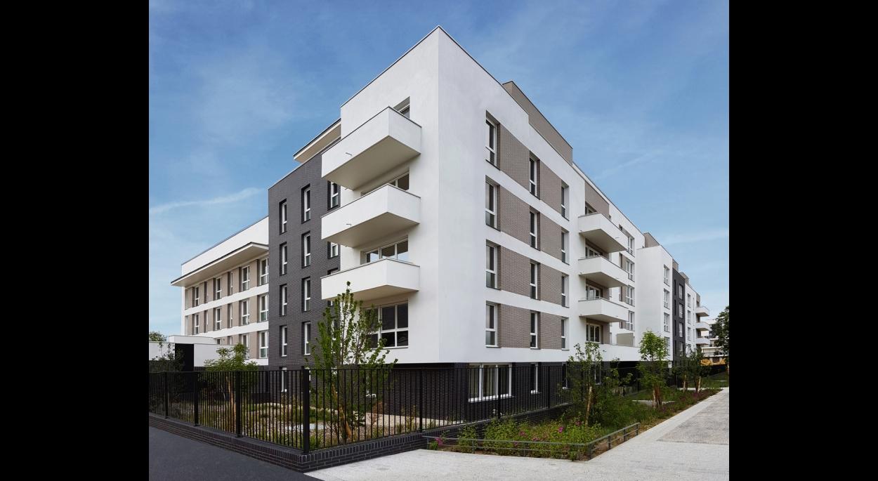 70 LOGEMENTS SOCIAUX NF HABITAT HQE/RT2012-10% - NOISY-LE-GRAND: façades sur rue et allée publique
