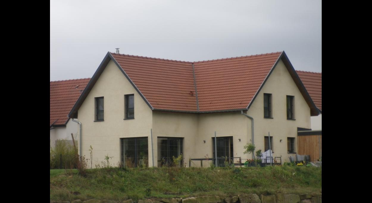 maison en paille traditionnelle, matériaux écologiques, site classé