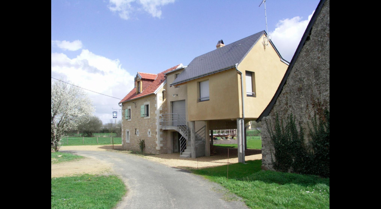 Gîte surélevé dans la vallée de la Sarthe