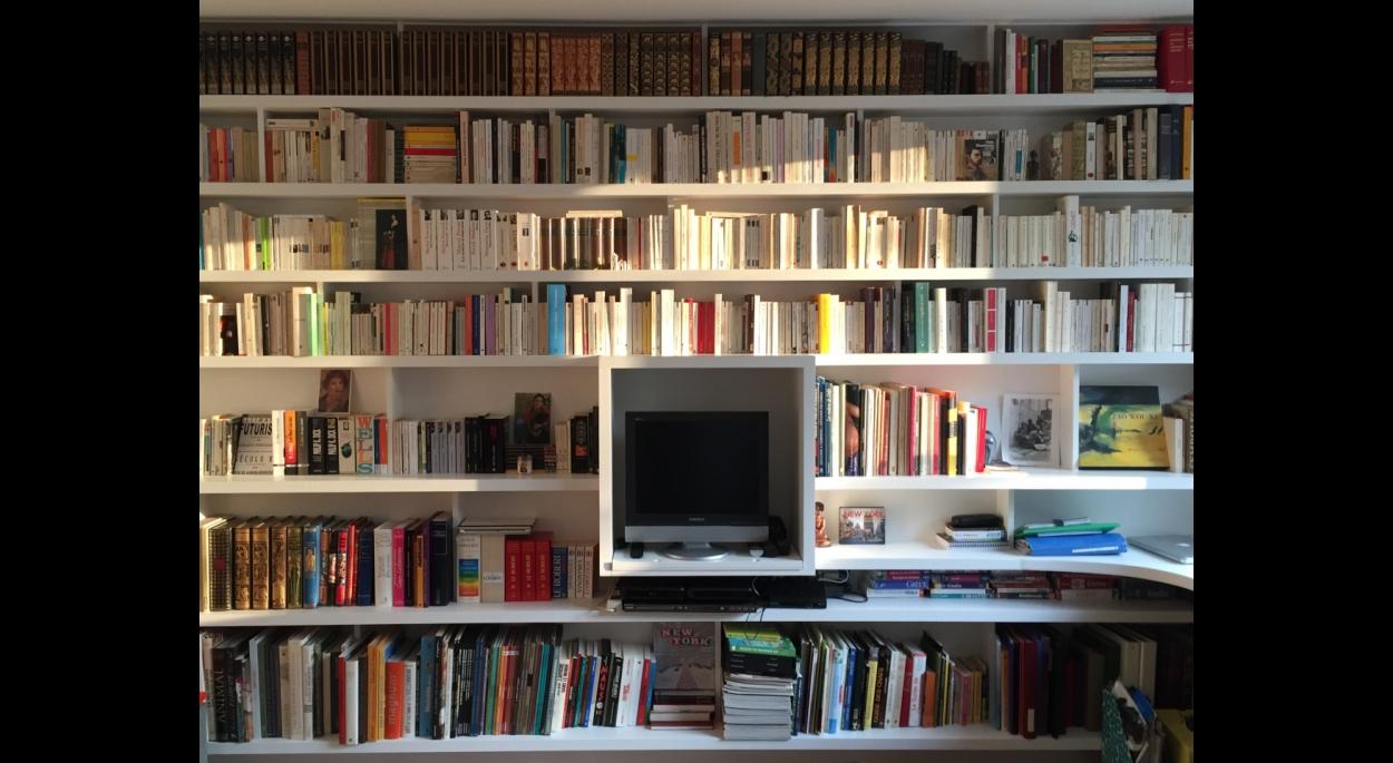 Chaque livre à sa place ! Redistribution d'un appartement. ARCHI-V.O