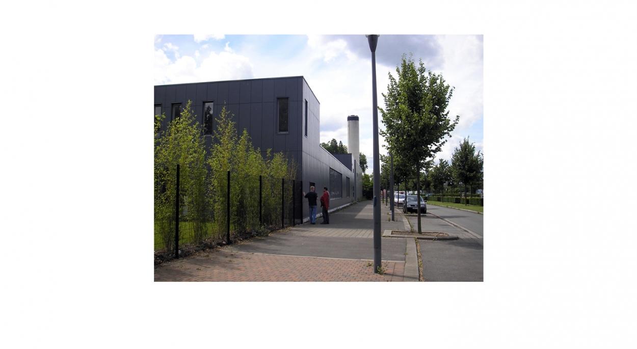 Miroiterie, atelier d'aluminium, showroom et bureaux - Vue proche depuis le quai de Gand