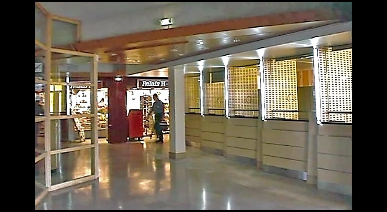 Depuis le hall - côté public - Caisses hôpital de Gonesse