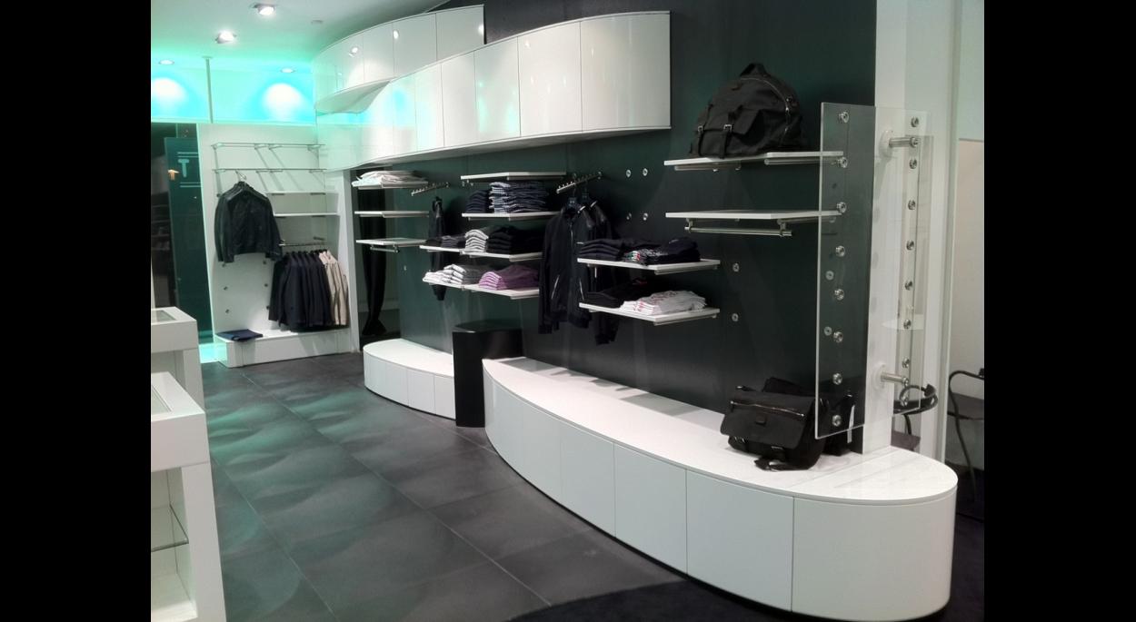 Aménagement d'un boutique de vente de vêtements