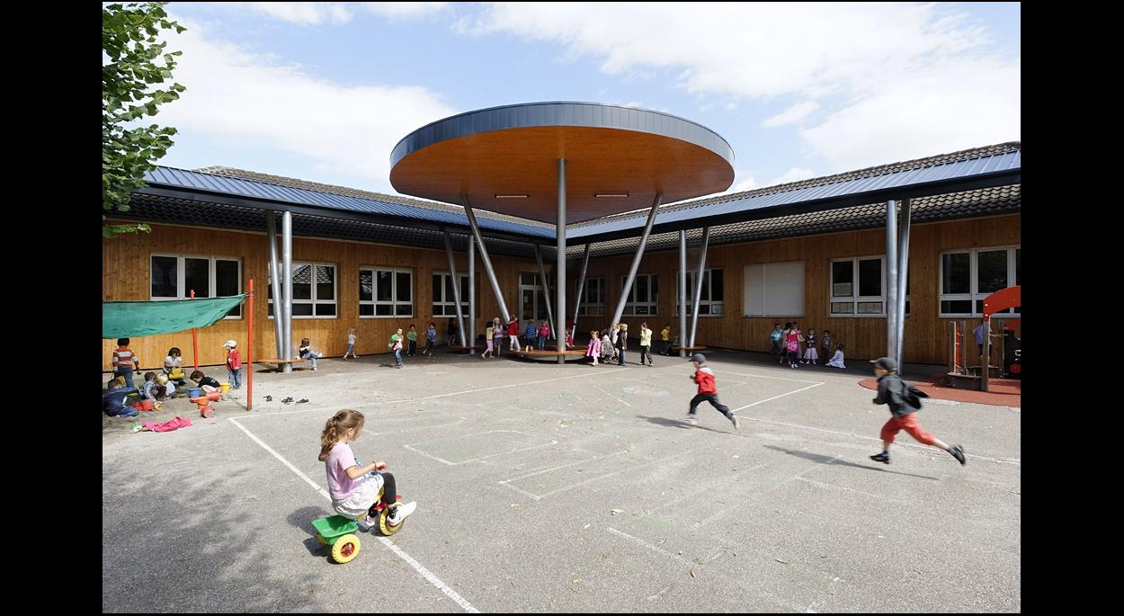 Construction d'un préau à l'école maternelle Les Tilleuls de Souffelweyersheim