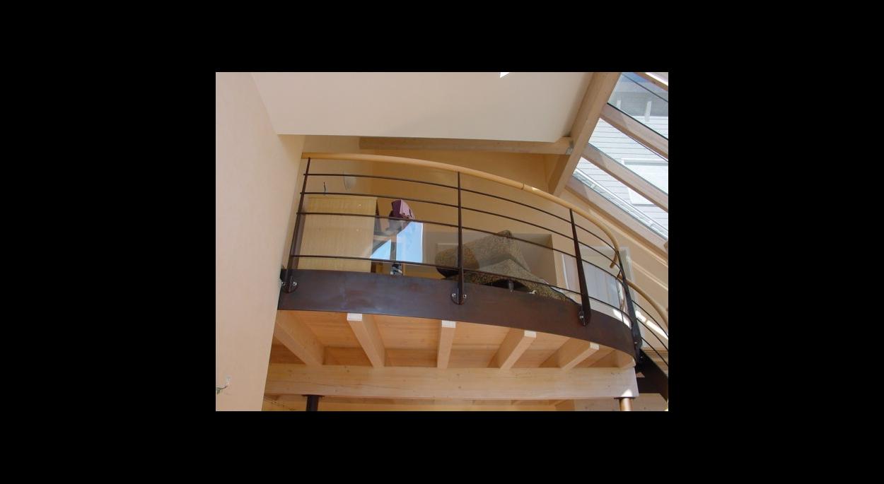 maison bioclimatique construction neuve intérieur mezzanine