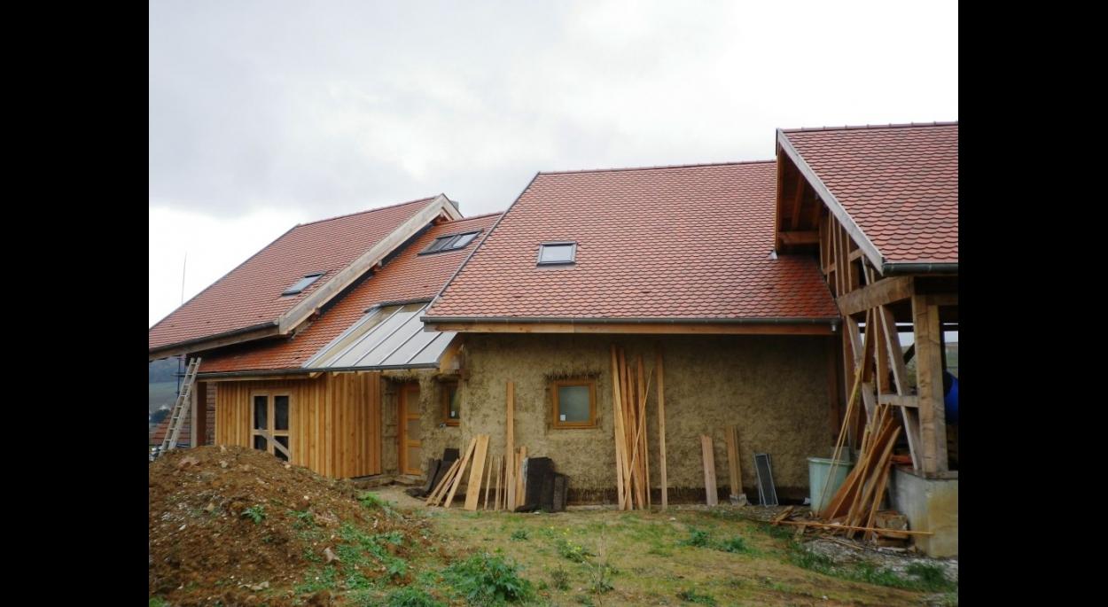 maison écologique bio en paille briques en argiles autoconstruction ossature bois BBC bioclimatique autoconstruction alsace haut-rhin