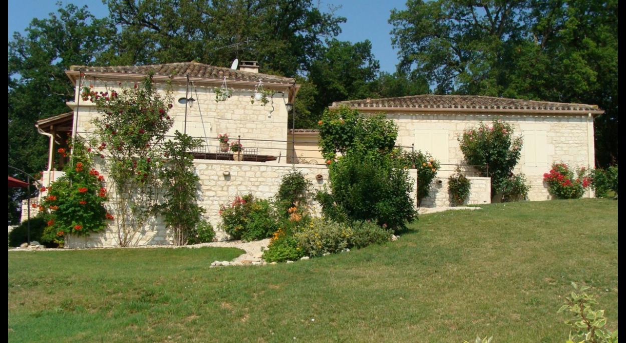 Maison rénovée et extension (terrasse et partie nuit)