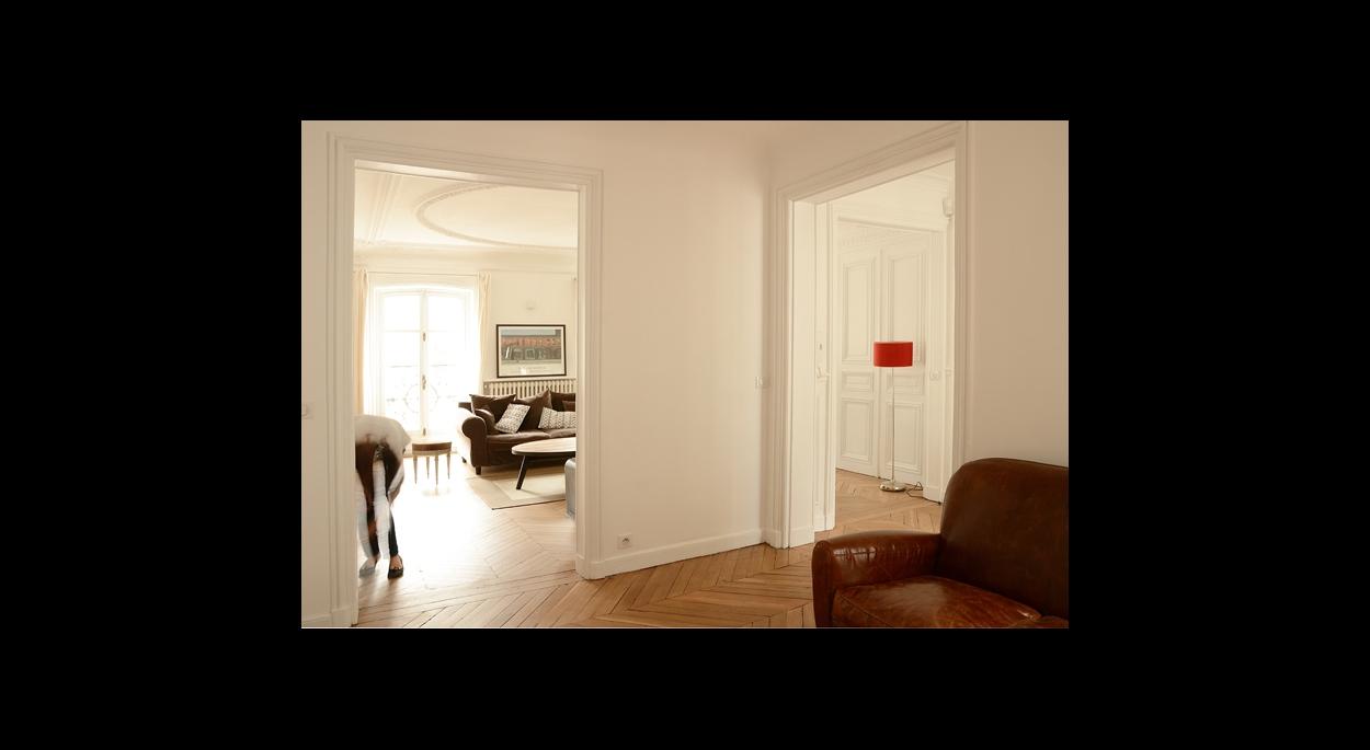 salon banquette canapé, ouverture, parquet perspective, rangements