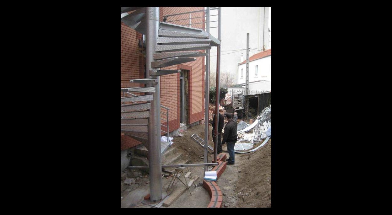 création d'un escalier extérieur métallique